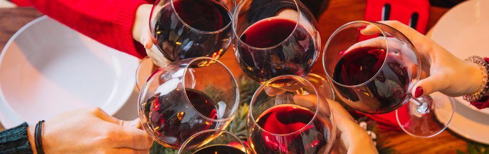 deudas familiares cabecera copas de vino